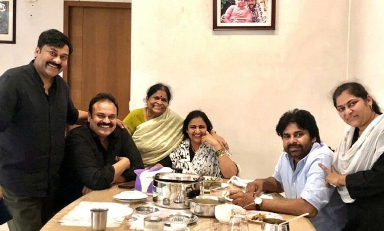 Chiranjeevi flouts social distancing to have breakfast with Pawan Kalyan, Nagababu, sister and mother
