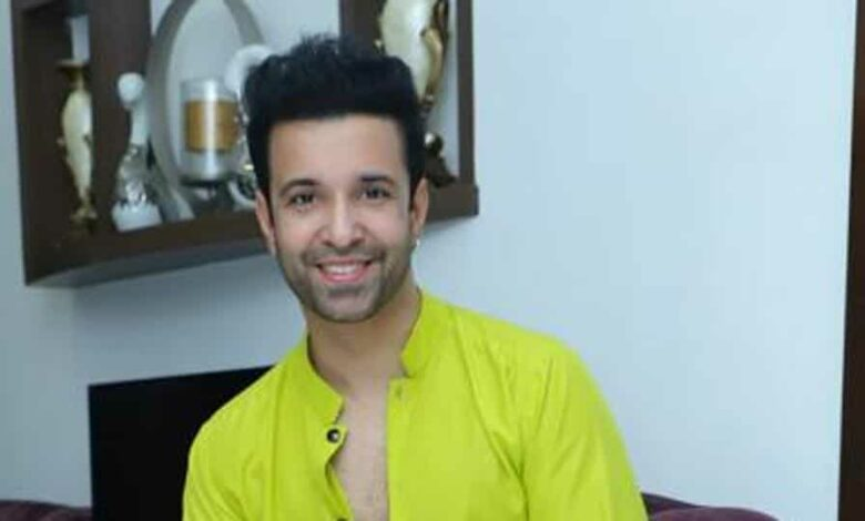 Actor Aamir Ali will celebrate Eid with his mother at home