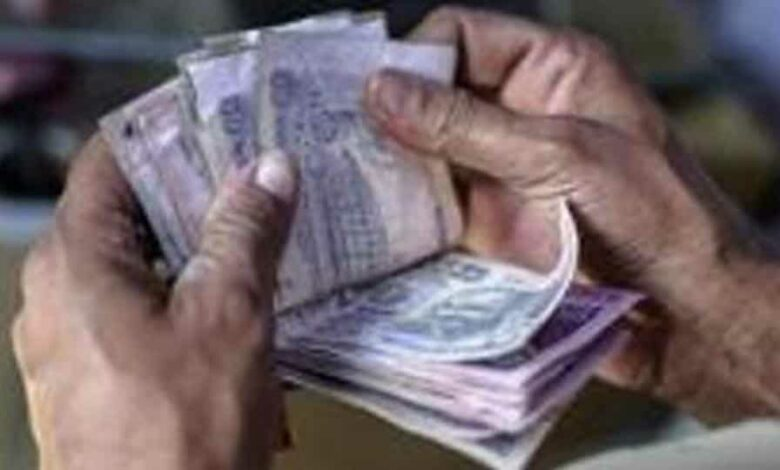 On Monday, the rupee had settled at 75.91 against the US dollar.