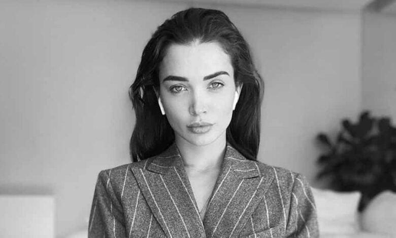 "Bollywood actor and new mommy Amy Jackson recently took to Instagram to share the ""pros and cons"" of working from home ."