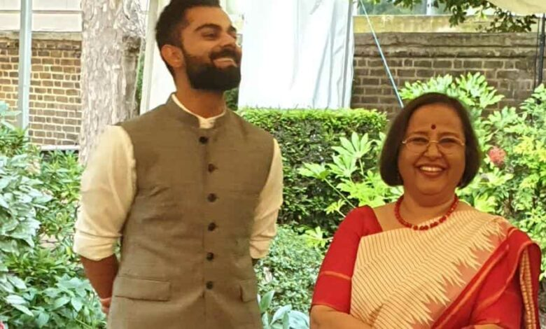 India captain Virat Kohli with Ruchi Ghanashyam at a reception for the cricket team in the high commissioner's residence in Kensington Palace Gardens on June 7, 2019.