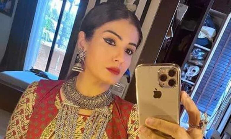 Raveena Tandon does a 'photocheck' for her makeup as she gets ready for a shoot amid lockdown and social distancing.