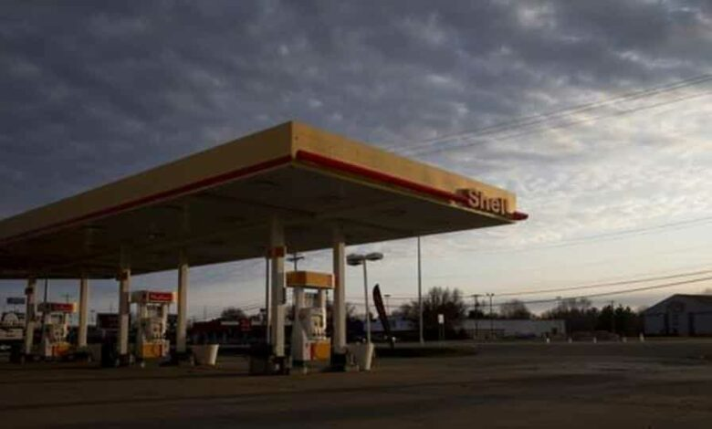 Fuel pumps stand at a Royal Dutch Shell Plc gas station in Princeton, Illinois, US.