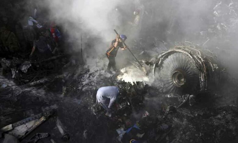 Volunteers look for survivors of a plane that crashed in a residential area of Karachi, Pakistan, May 22, 2020.