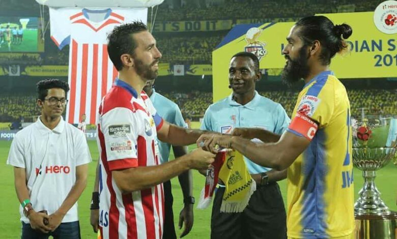 Jordi Figueras Montel of Atletico de Kolkata FC (left) Sandesh Jhingan of Kerala Blasters FC (right).